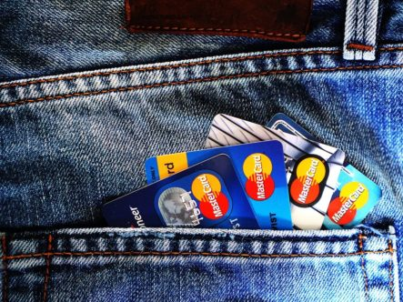 Kann ich mit einen Jugendkonto online bezahlen?
