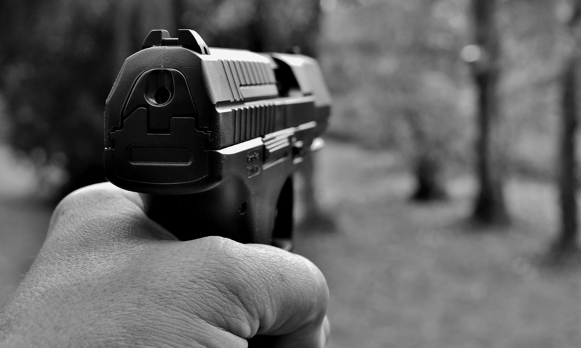 Darf ich an Silvester mit einer Schreckschusswaffe schießen?