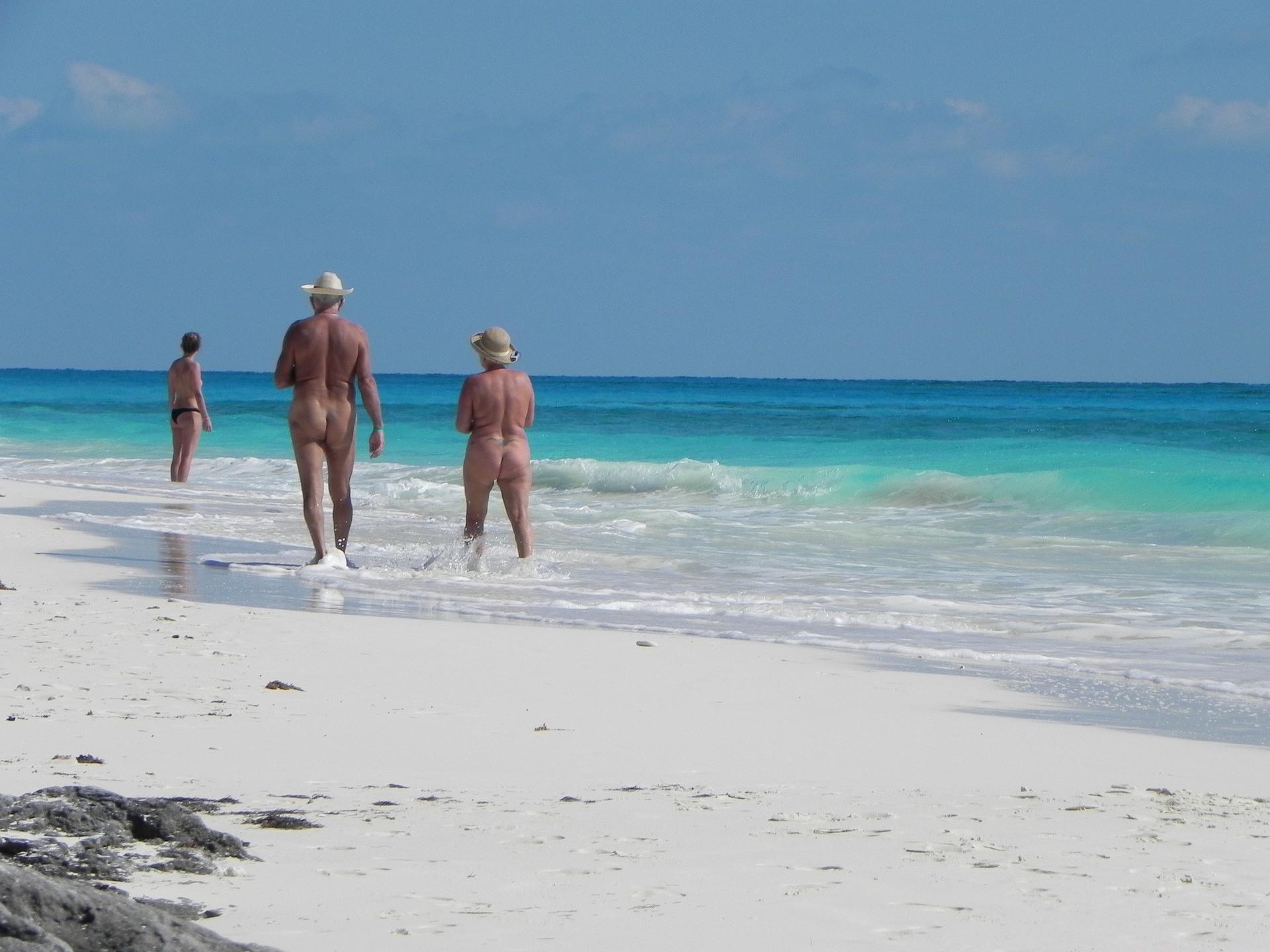 Ist es am FKK Strand erlaubt zu Masturbieren?