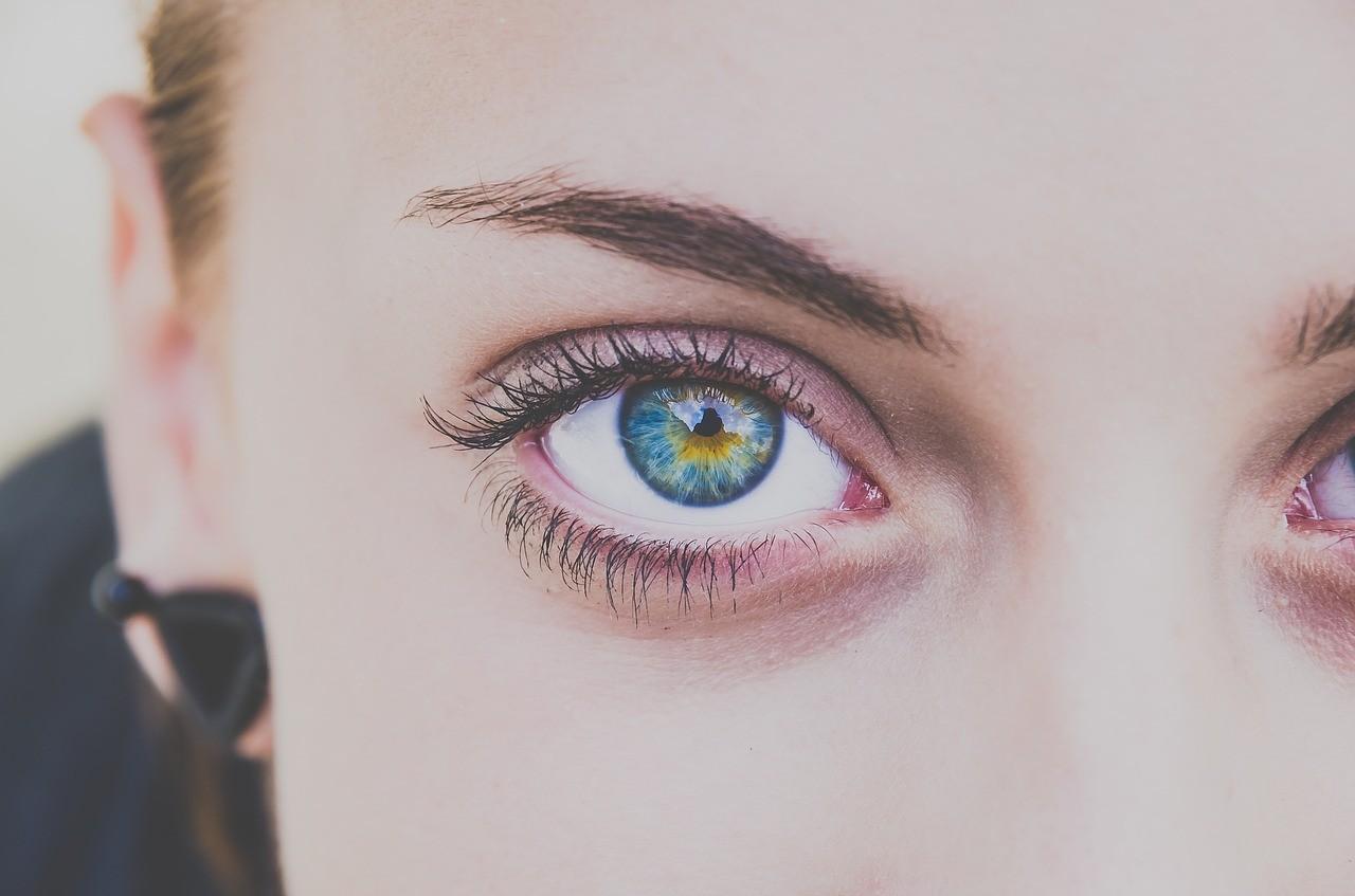 Wachsen Augenbrauen langsamer als Kopfhaare nach?