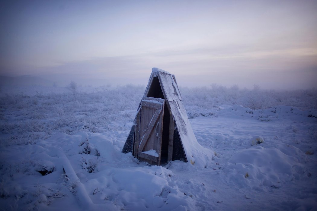 a-frozen-outhouse-in-oymyakon-russia-the-coldest-city-on-earth