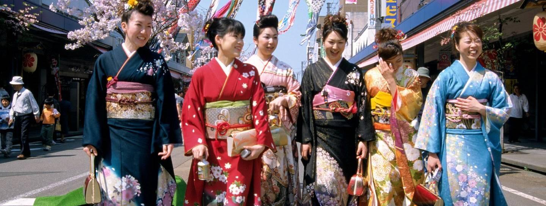 Ziehen Japaner wirklich Kimonos an oder wird das nur in Animes so gestellt?